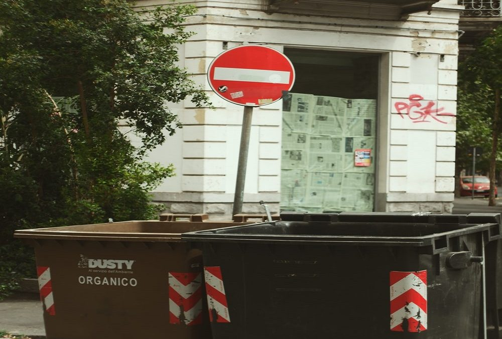 Tips to Avoid Bothering Neighbors When Renting a Dumpster