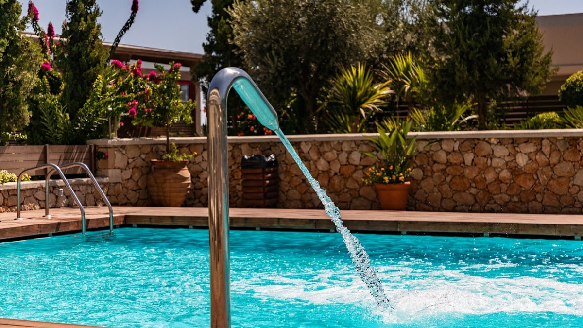 Choosing a Pool Building Service to Build Your Swimming Pool